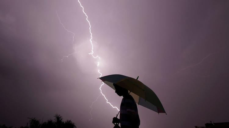 العواصف والبرق في الهند