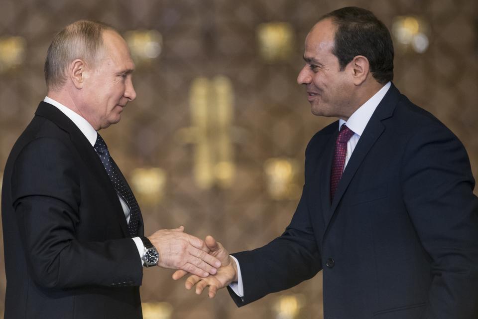 الرئيس المصري عبدالفتاح السيسي ونظيره الروسي فلاديمر بوتين في سوتشي