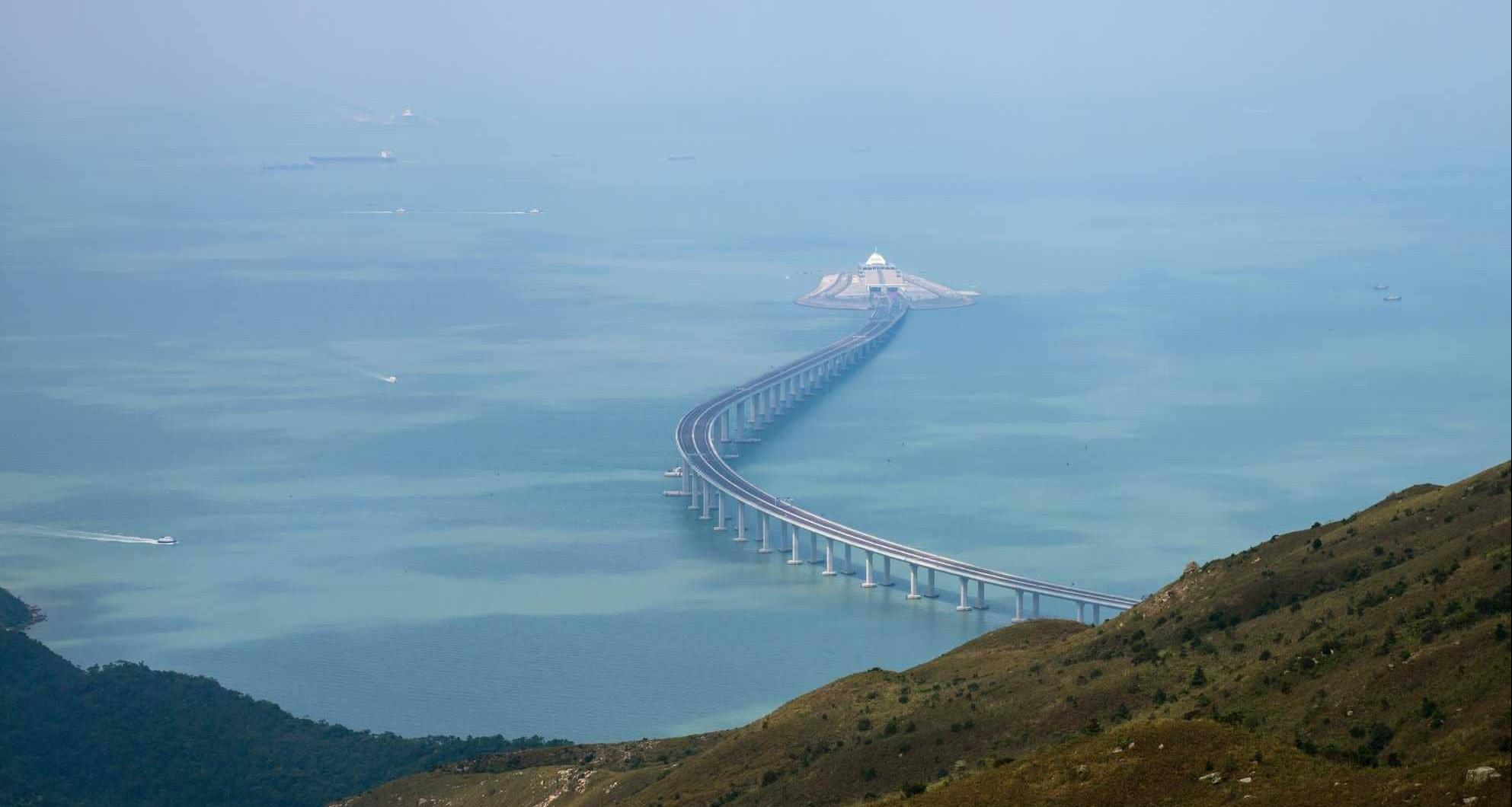 أكبر جسر بحري