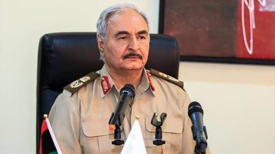 القائد العسكري خليفة حفتر