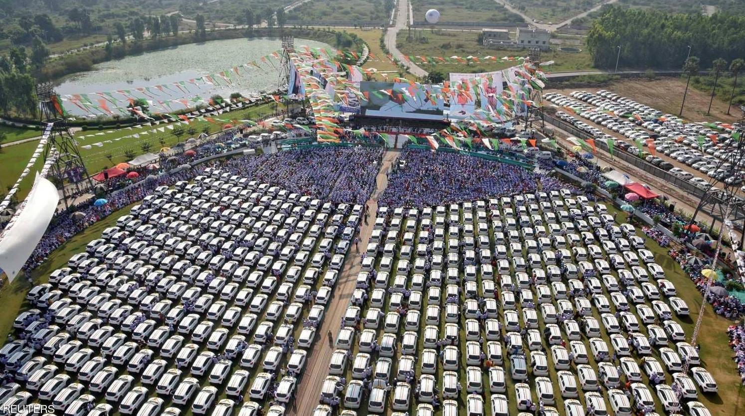 السيارات التي وزعها المليارديد على الموظفين