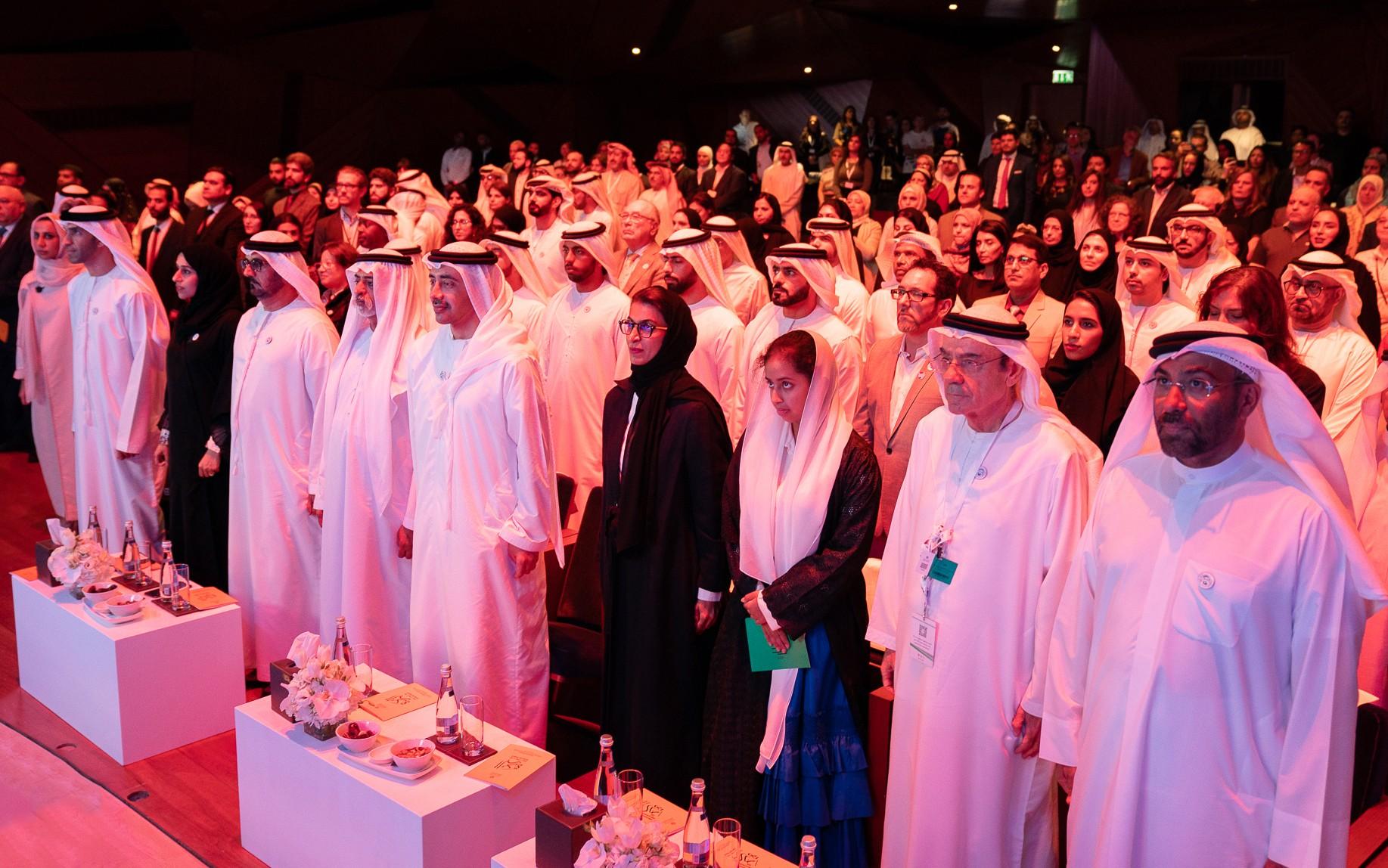 عبدالله بن زايد يكرم الفائزين بجائزة البردة في دورتها الـ15
