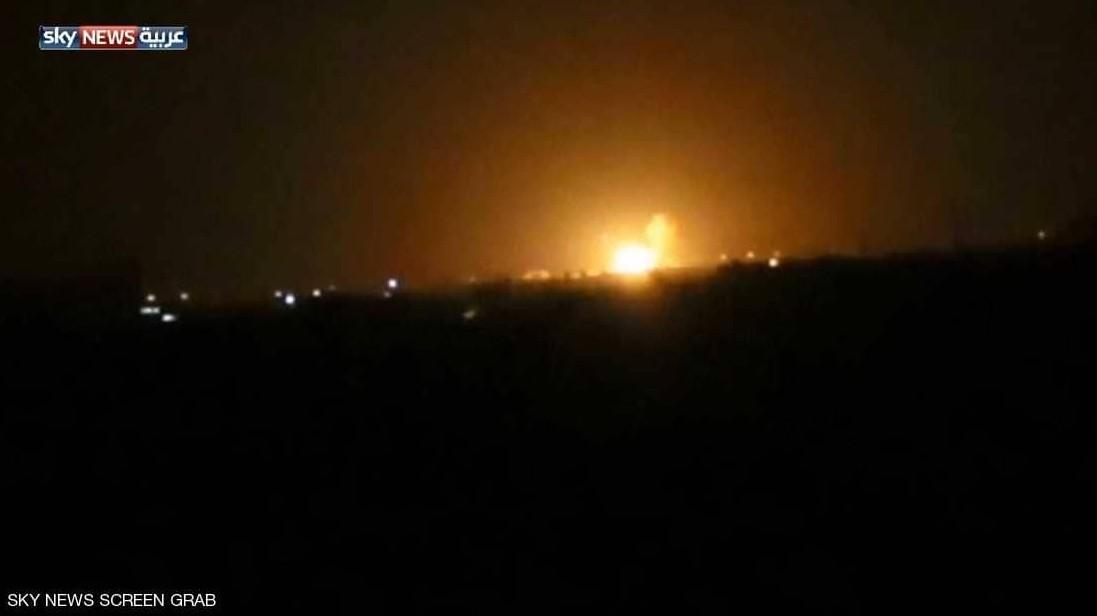 وكالة: الدفاعات السورية تتصدى لأهداف جوية قرب مطار دمشق