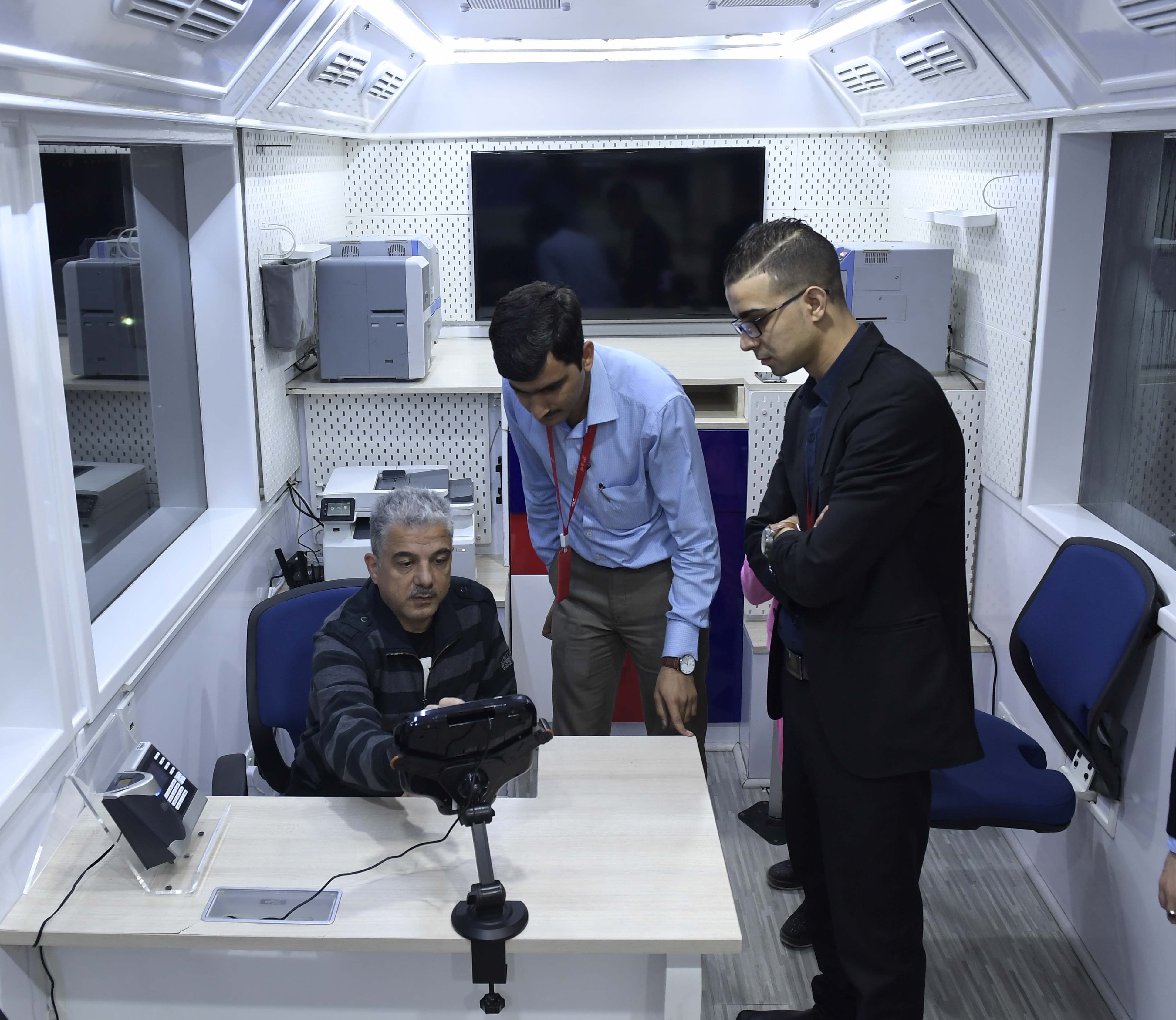 طرق دبي تطلق مركز إسعاد المتعاملين المتنقل الذكي