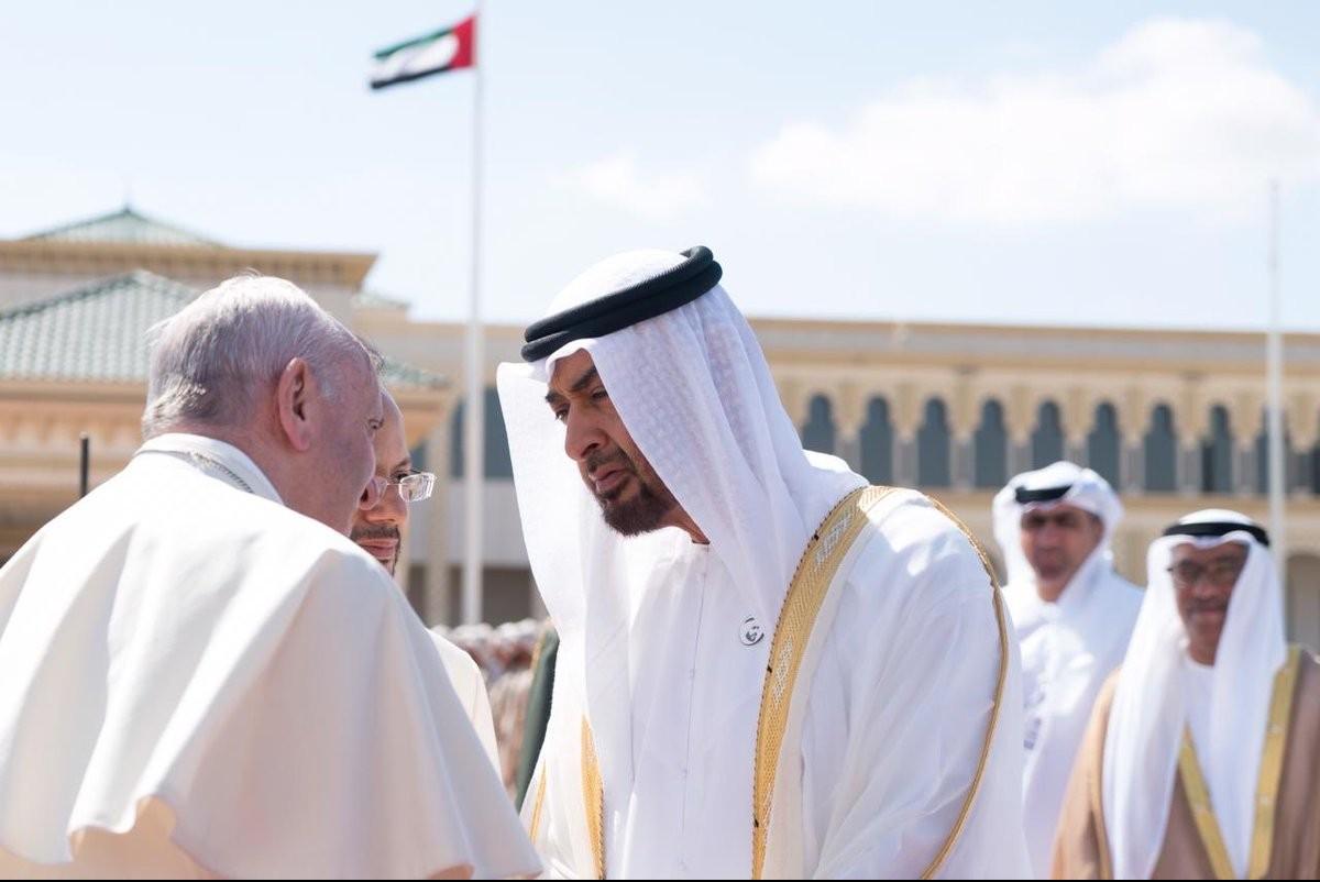 بابا الكنيسة الكاثوليكية يغادر الدولة