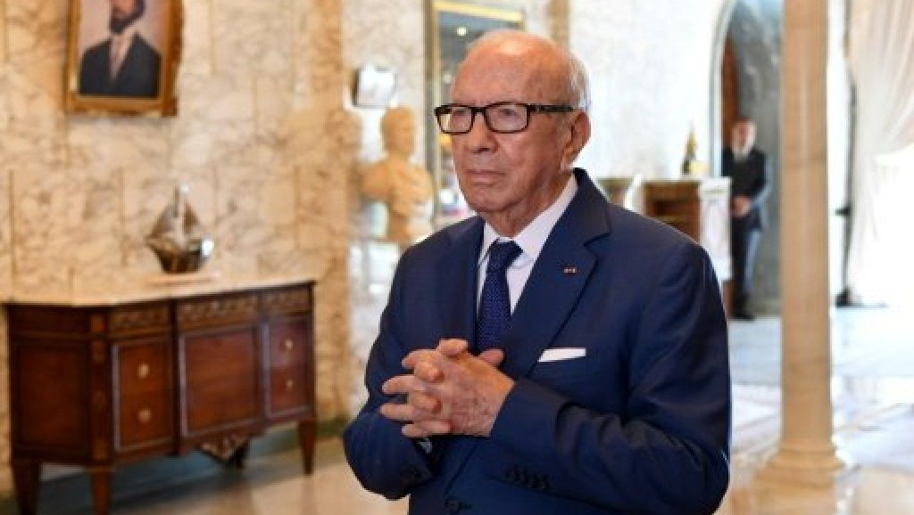 أعلنت الرئاسة التونسية أعلنت تعرضه لوعكة صحية حادة