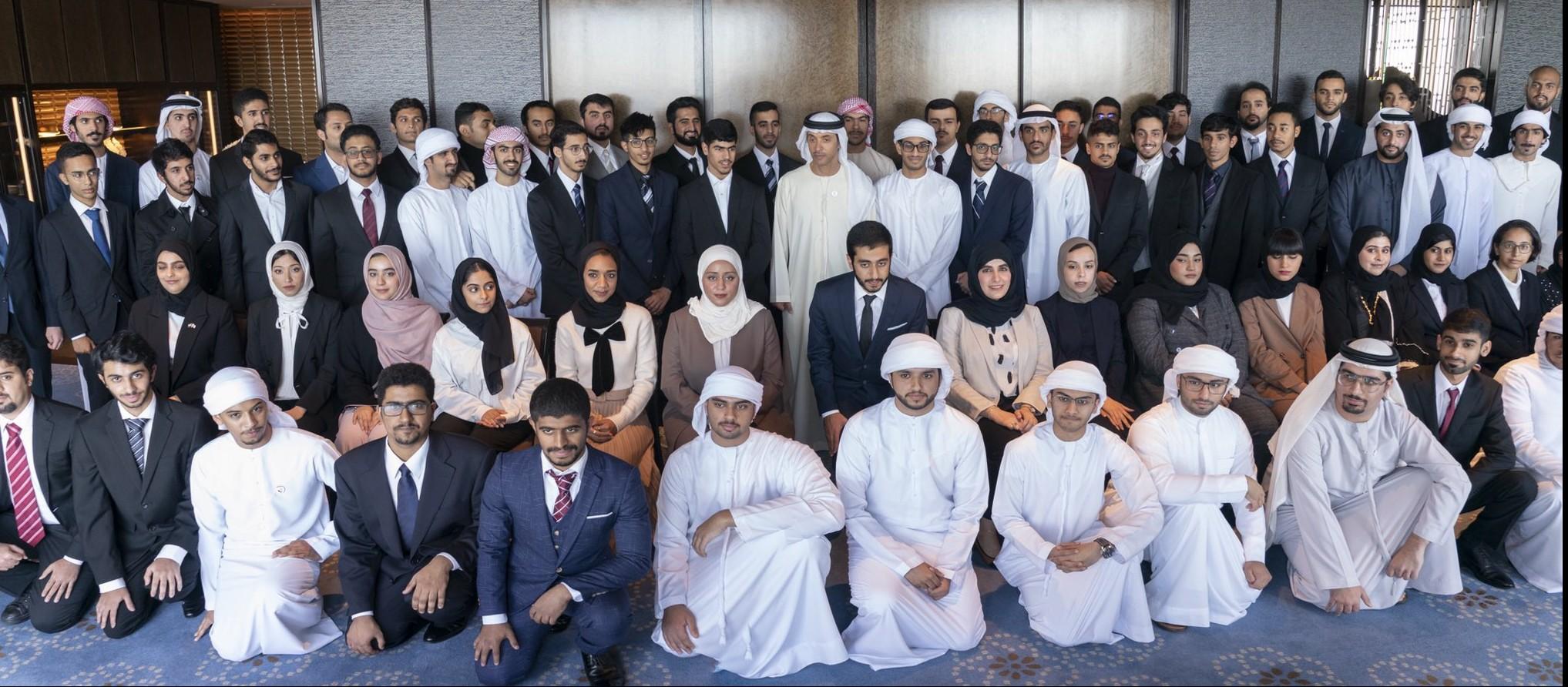 هزاع بن زايد مع طلبة الإمارات