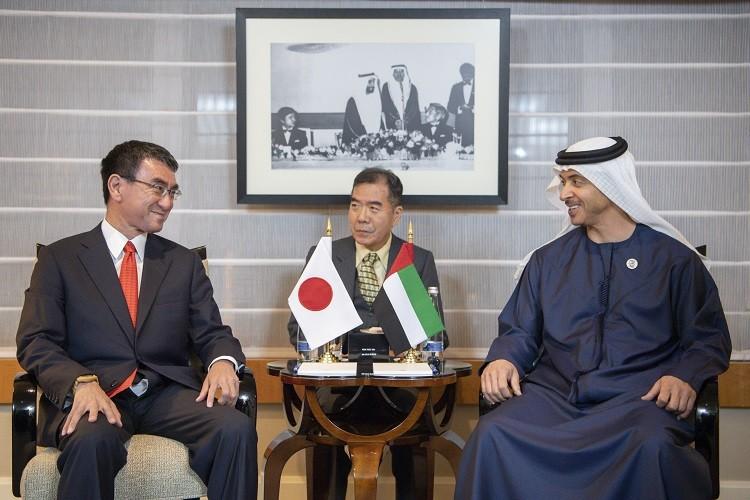 سمو الشيخ هزاع بن زايد ووزير الدفاع الياباني