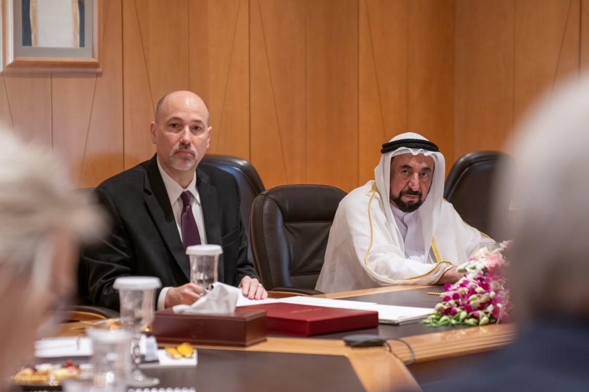 حاكم الشارقة خلال الاجتماع