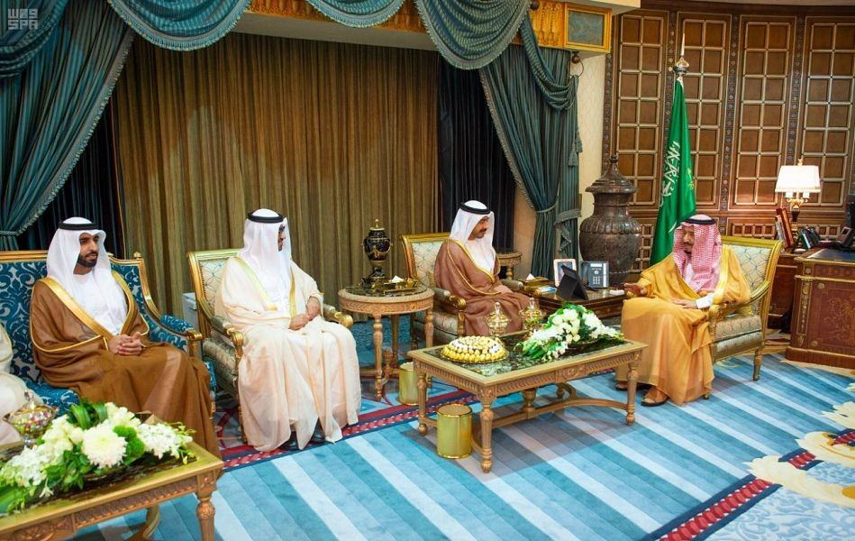 خادم الحرمين الشريفين يستقبل وزير الخارجية الإماراتي