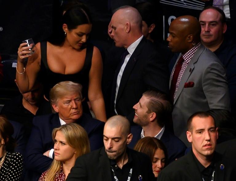 ترامب أثناء مشاهدة مباراة فنون القتال المختلطة