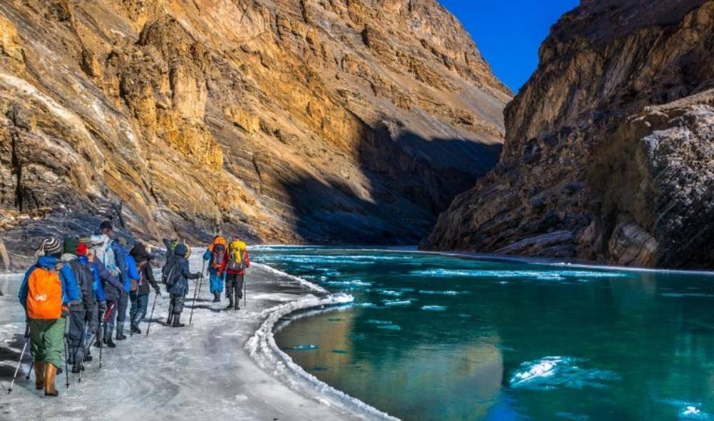 من فيلم frozen river