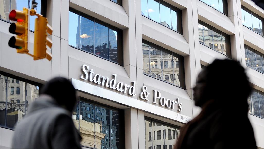 «ستاندرد آند بورز» تخفض تصنيف 3 بنوك في لبنان