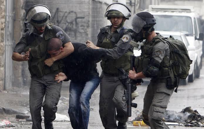 الاحتلال الإسرائيلي يعتقل فلسطينيين