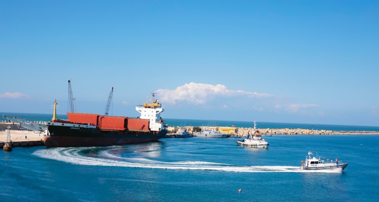 السفينة أورانوس تغادر ميناء العريش