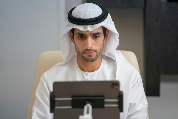 أحد المشاركين في المجلس