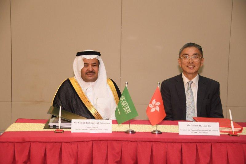 ُناء توقيع اتفاقية عدم الإزدواج الضريبي بين السعودية وهونج كونج
