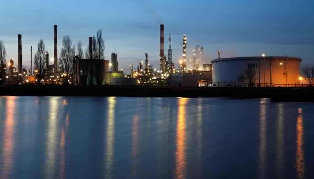 أسواق النفط شبه مستقرة مع تداعيات الإعصار هارفي