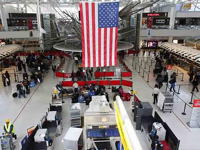 صالة وصول في مطار أمريكي