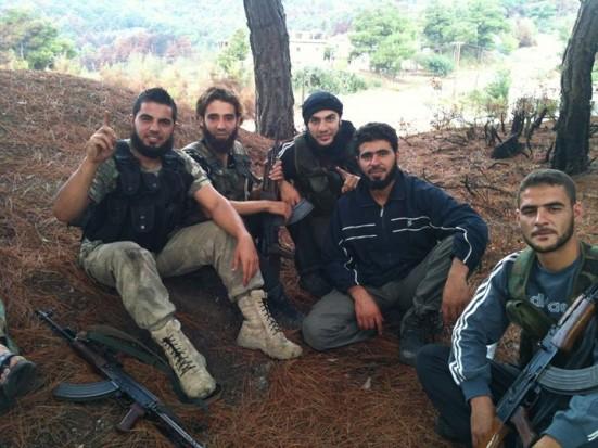 مقاتلون شباب في سوريا