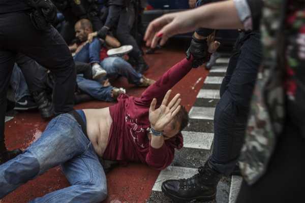 إصابة أكثر من 460 شخصا في استفتاء قطالونيا