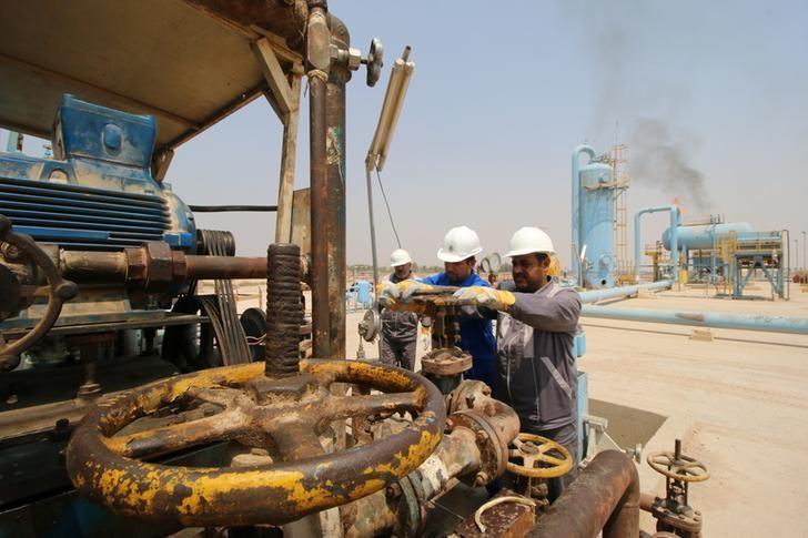 النفط يهبط لليوم الثاني بسبب مخاوف من