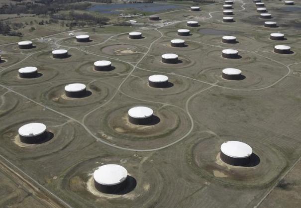 صهاريج لتخزين النفط الخام