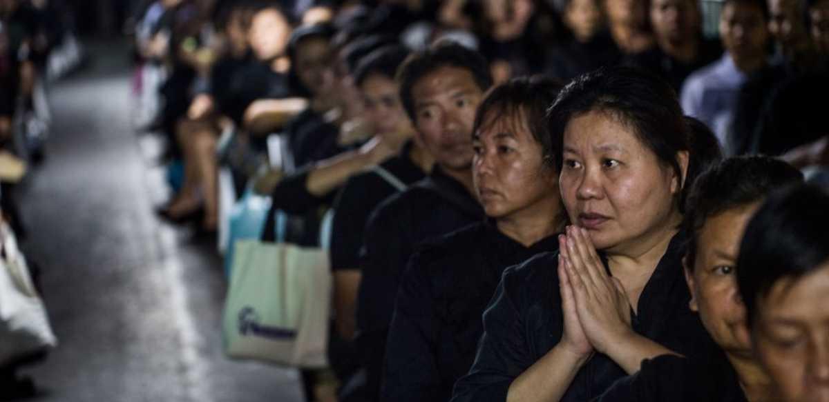 تايلاند تتشح بالسواد