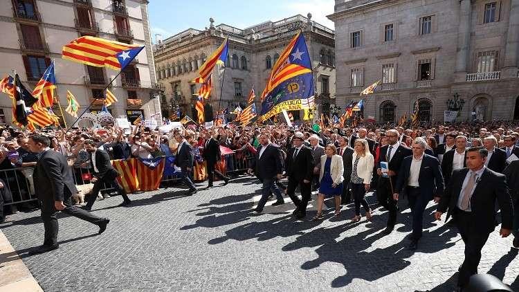 الحكومة الاسبانية تعقد اجتماعا طارئا لمناقشة سبل وقف استقلال كتالونيا