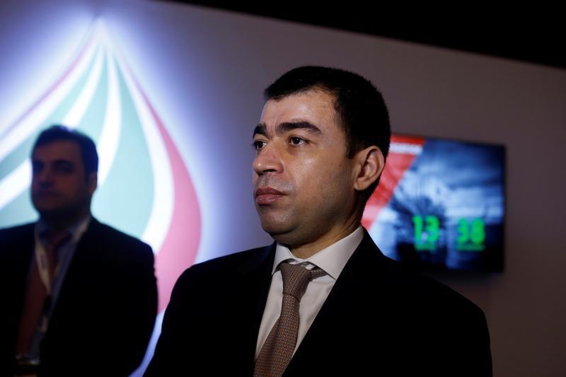 وزير الطاقة اللبناني سيزار أبي خليل يتحدث أثناء قمة دولية للنفط والغاز في العاصمة بيروت