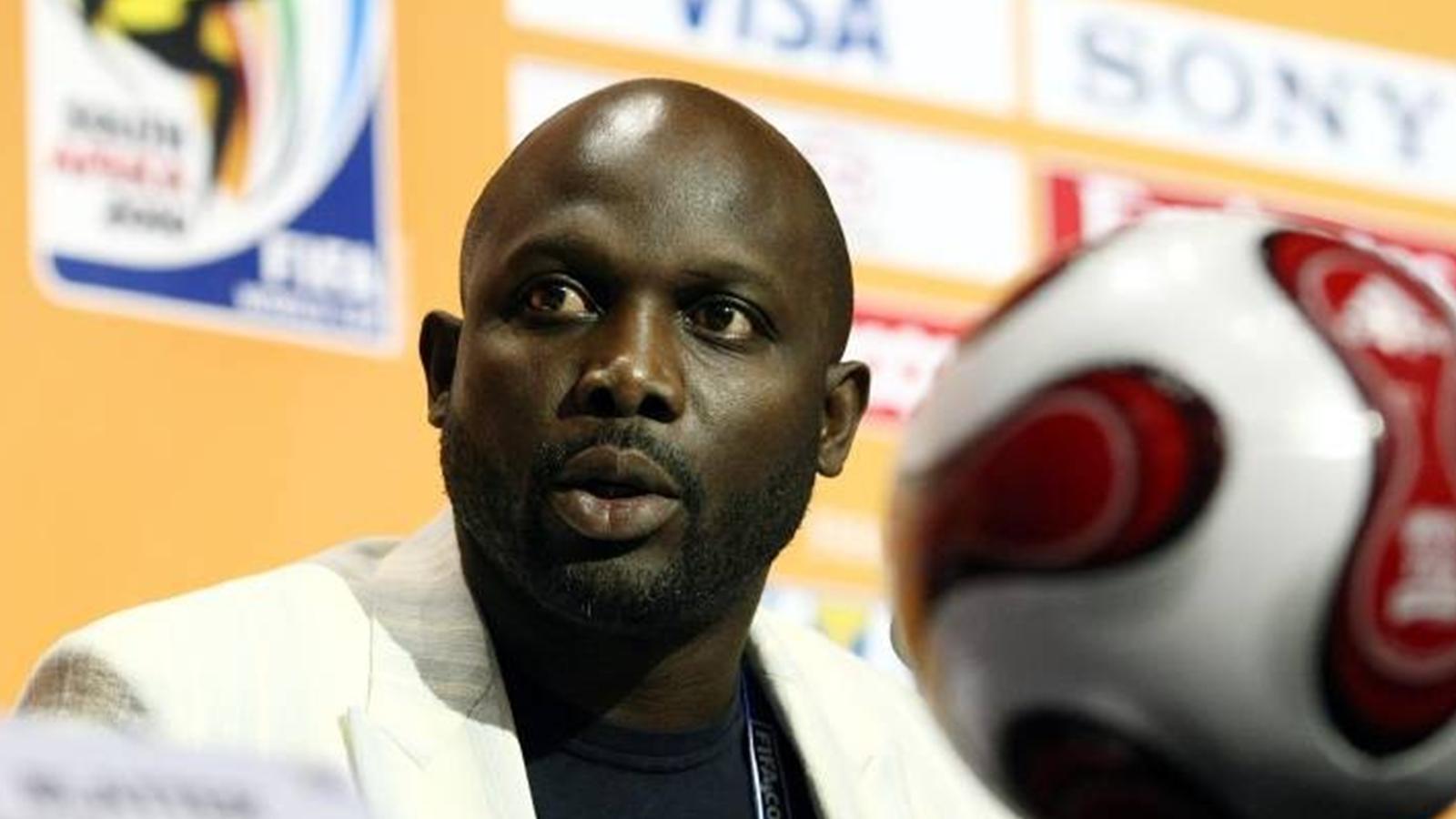 نجم كرة القدم جورج ويا يتصدر سباق انتخابات الرئاسة في ليبيريا
