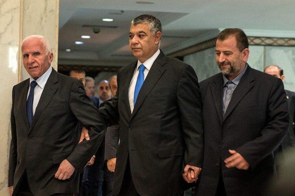 جانب من توقيع اتفاقية المصالحة بالمخابرات المصرية