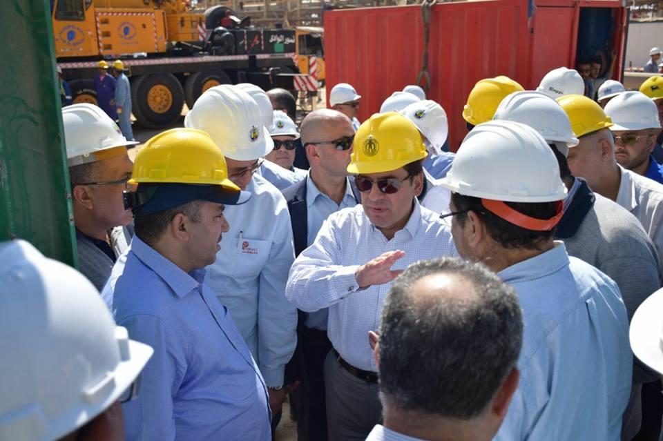 جانب من جولة وزير البترول المصري