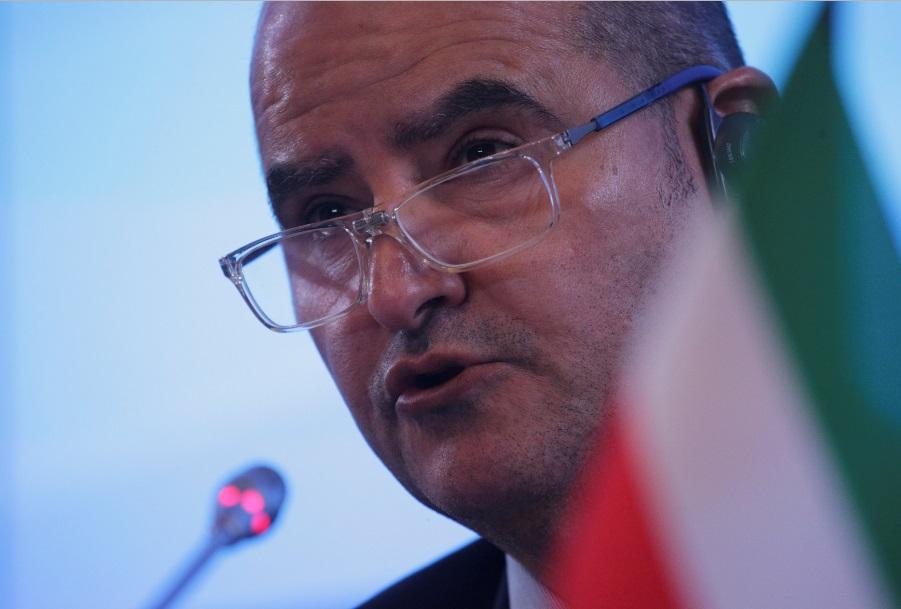 وزير النفط الكويتي عصام المرزوق في اجتماع لأوبك في روسيا