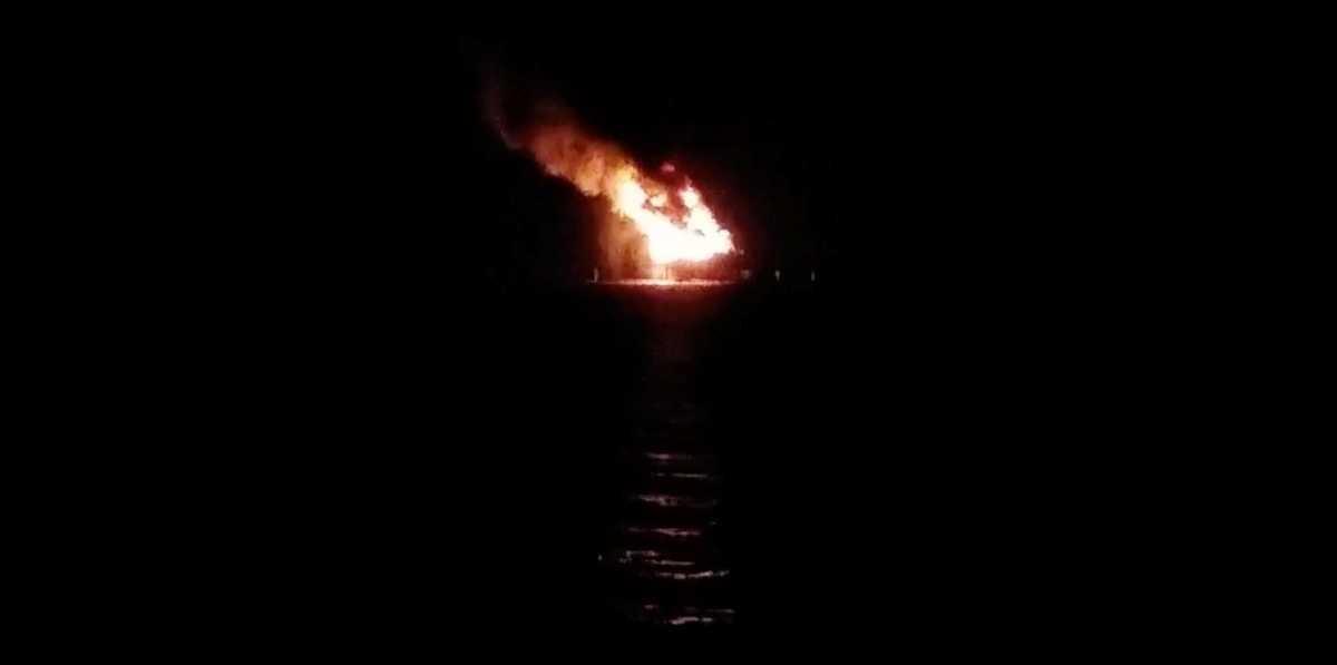 صورة لحريق المنصة النفطية
