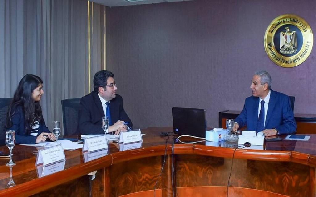 وزير التجارة والصناعة خلال لقاء وفد وكالة ستاندرد آند بورز