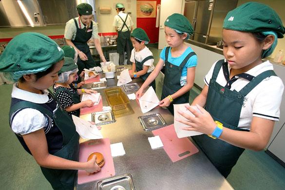 اليابان تسعى لزيادة ضريبة المبيعات من أجل الاستثمار فى الأطفال