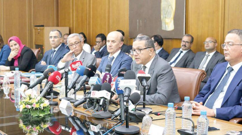محمد بوسعيد وزير الاقتصاد والمالية المغربي خلال اللقاء الصحفي