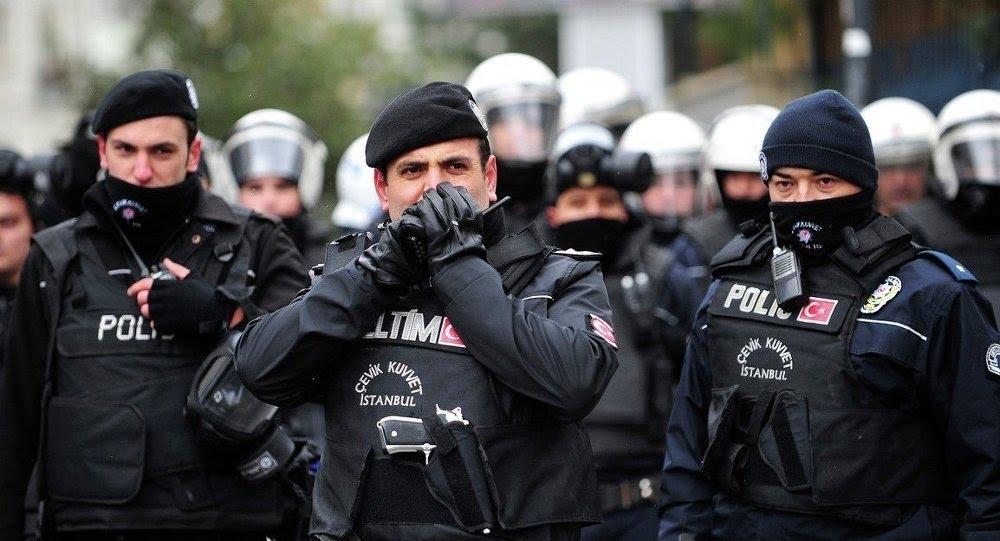 الشرطة التركية خلال عمليات الاعتقال