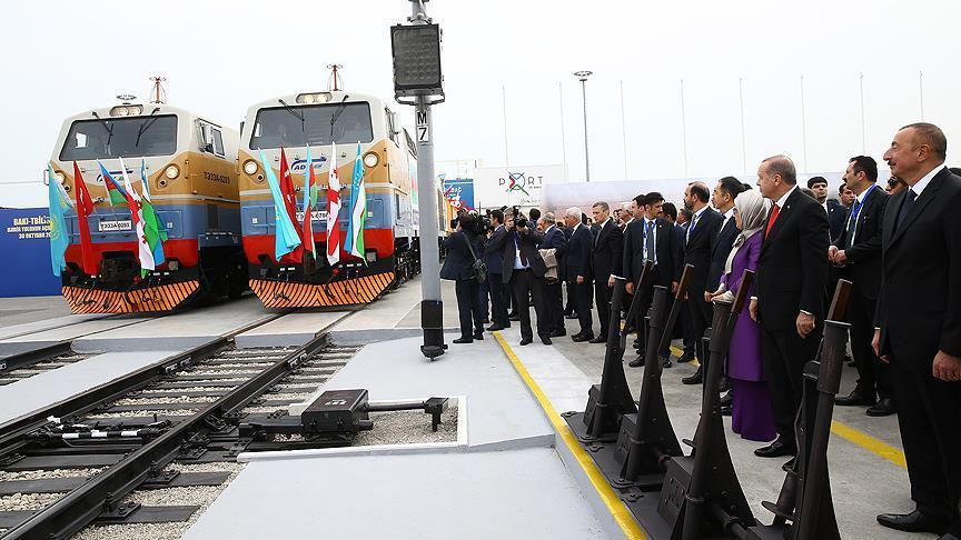 افتتاح خط سكك حديدية يربط تركيا وأذربيجان وجورجيا