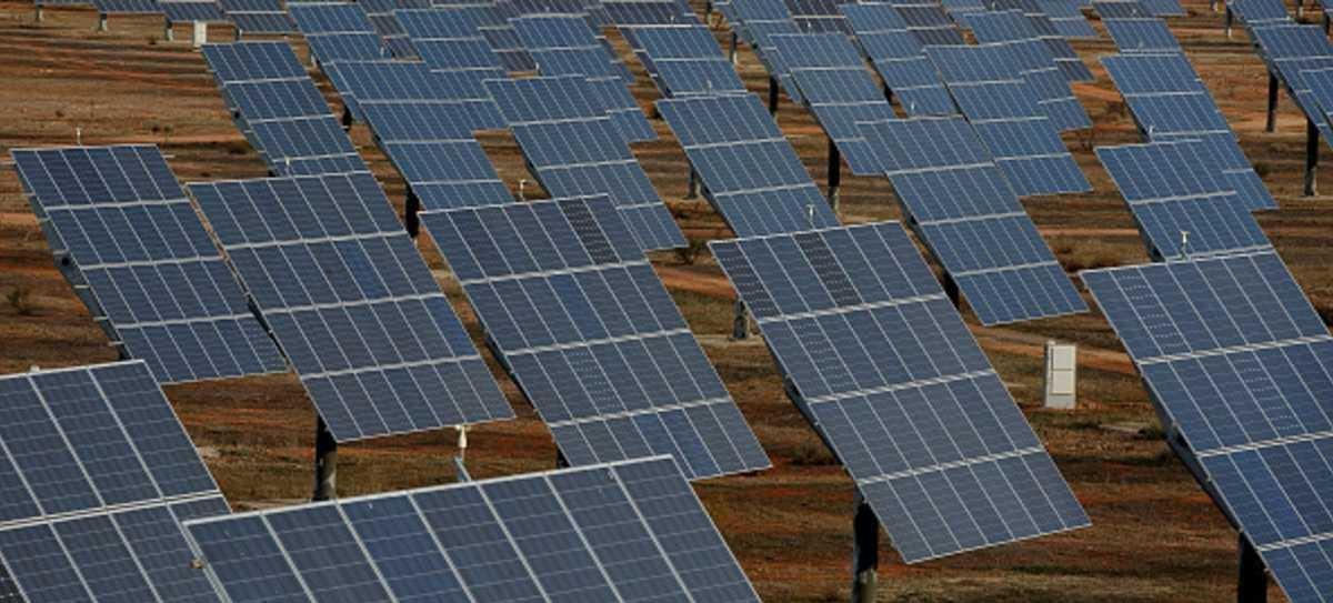 مزرعة لإنتاج الكهرباء من الطاقة الشمسية