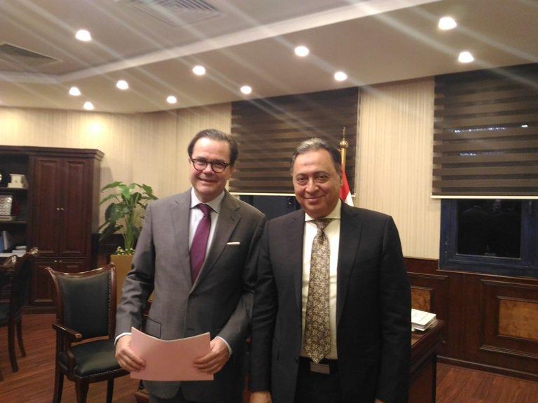 سفير فرنسا يلتقي وزير الصحة المصري