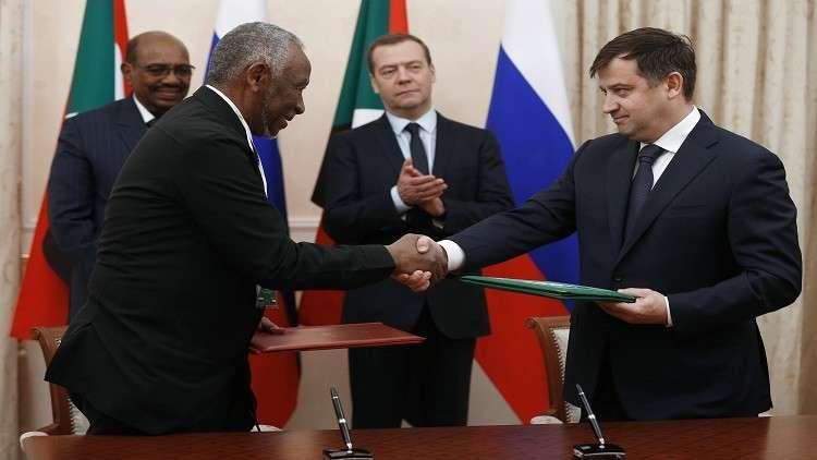 توقيع اتفاقيات مشتركة بحضور رئيس الوزراء الروسي، ديمتري مدفيديف وعمر بشير