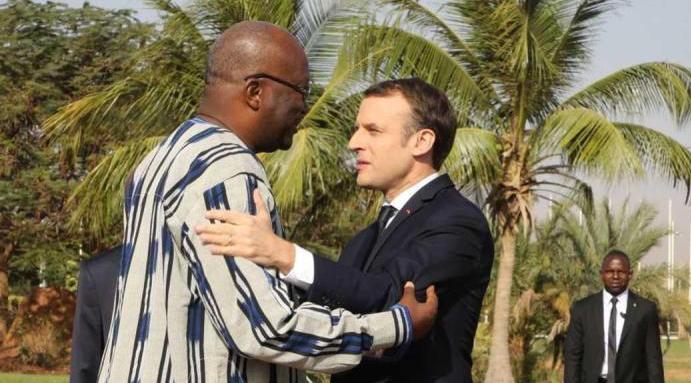 ماكرون يحرج رئيس بوركينا فاسو