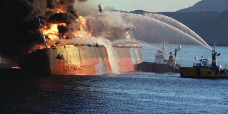 غرق ناقلة نفط إيرانية