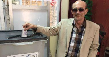 محمد صبحى من أمام صندوق لجنته الانتخابية