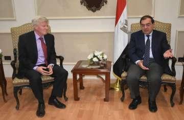 وزير البترول المصري مع رئيس شركة ميثانكس العالمية