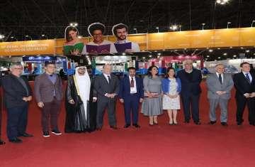 الشيخ فاهم القاسمي خلال افتتاح جناح إمارة الشارقة المشارك في المعرض