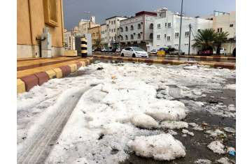 الثلوج في شوارع السعودية