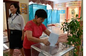 إحدى اللجان الانتخابية فى كازاخستان
